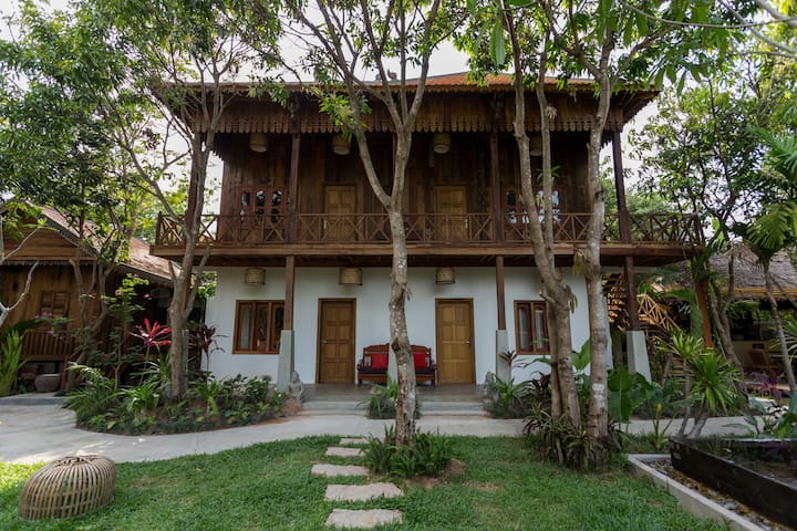 Wooden Villa with pool view - Krong Siem Reap - Villa