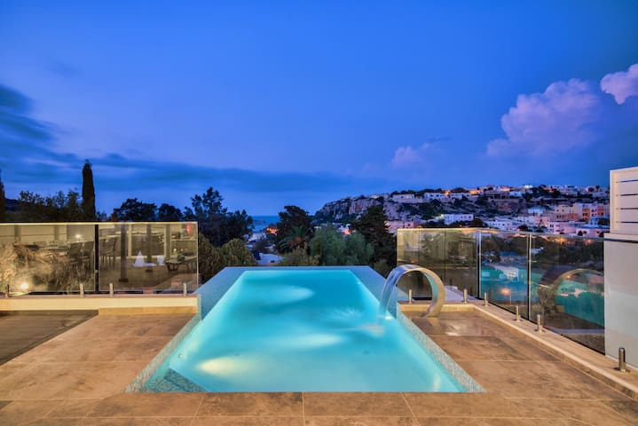 Family Villa with Infinity pool and Views