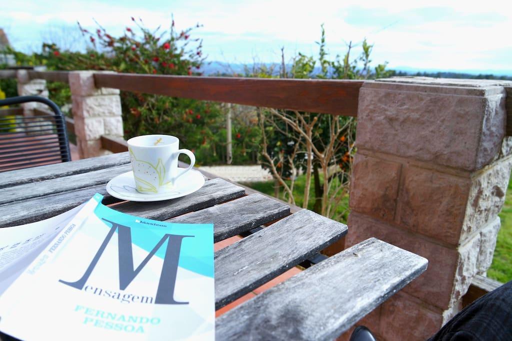 Um café na varanda