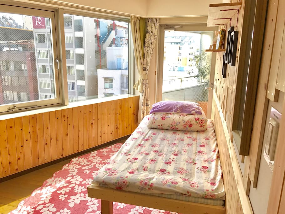 Private room with Balcony !!! FAST WIFI A/C HEATER 2 mins to Metro Line