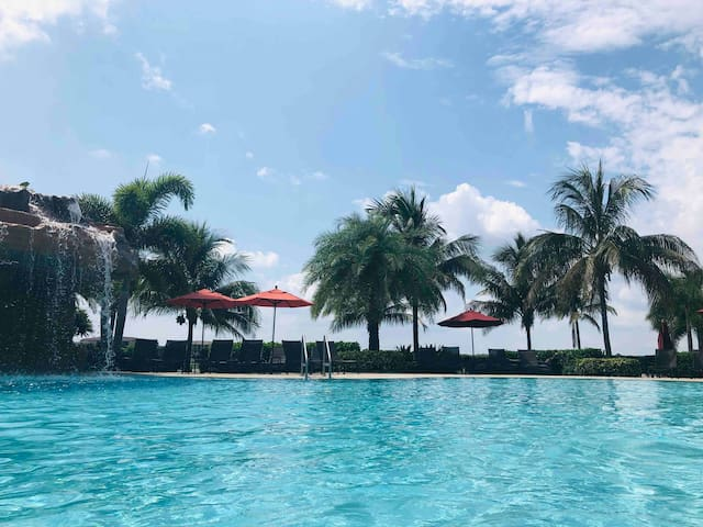 Enjoy golf and resort amenities at Bonita National