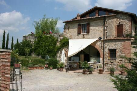 Il Fornacino, sleeps 8 guests in Armaiolo - Rapolano Terme - วิลล่า