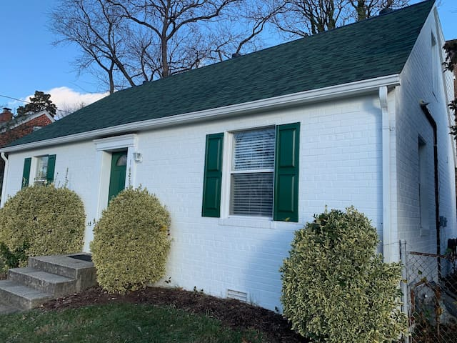 New! Home away from home 1600sq next to Old Town