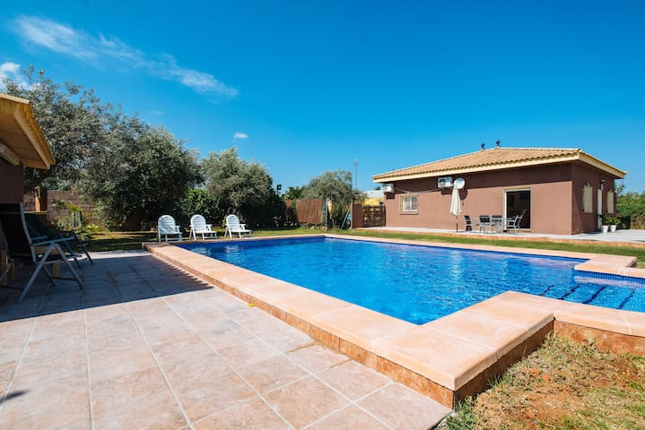 Complete villa. Private pool. 20 min from Seville