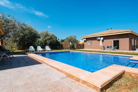Complete villa. Private pool. 20 min from Seville