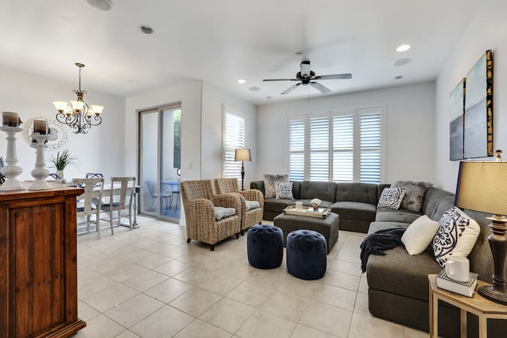 The Baller Condo, walk to the beach and downtown!