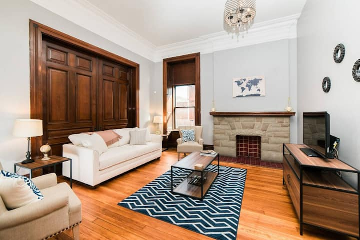 ☆ Renovated Apartment in Historic Mansion ☆ Parking ☆ Laundry ☆
