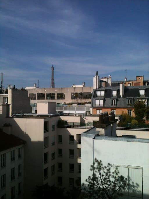 De la passerelle, vue sur la Tour Eiffel