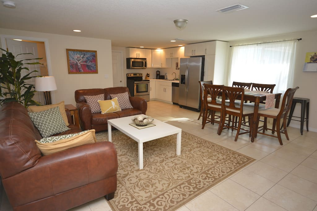 1 of 2 large living rooms with HDTV & Free WiFi internet
