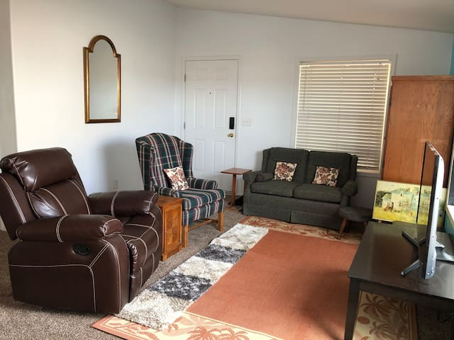 Your Comfy, Secured, furnished home away from home