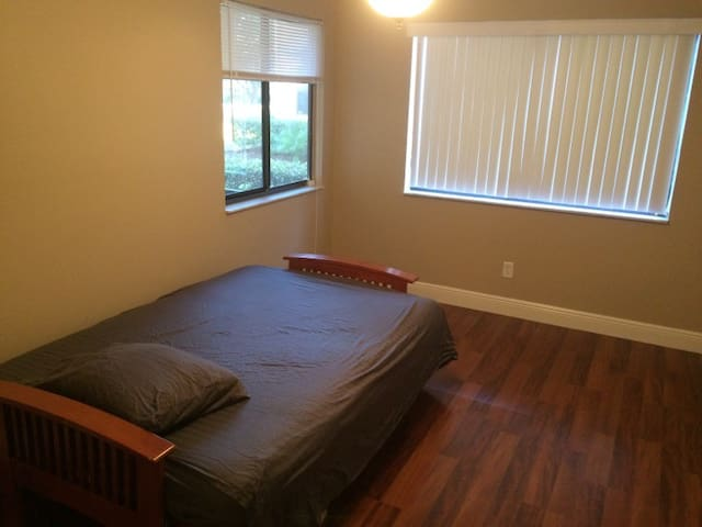 A private room near the airport, downtown & Disney - Orlando - Condominio