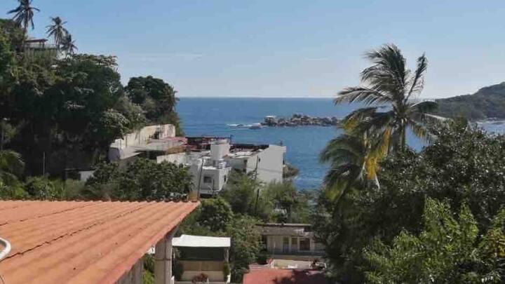 Casa muy cerca de playa Caleta en Acapulco