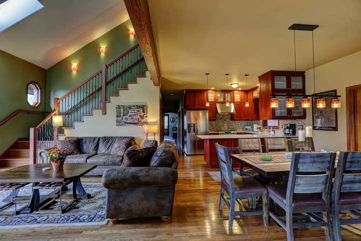 Cozy, 3 En Suite, Great location on 4.5 acres.