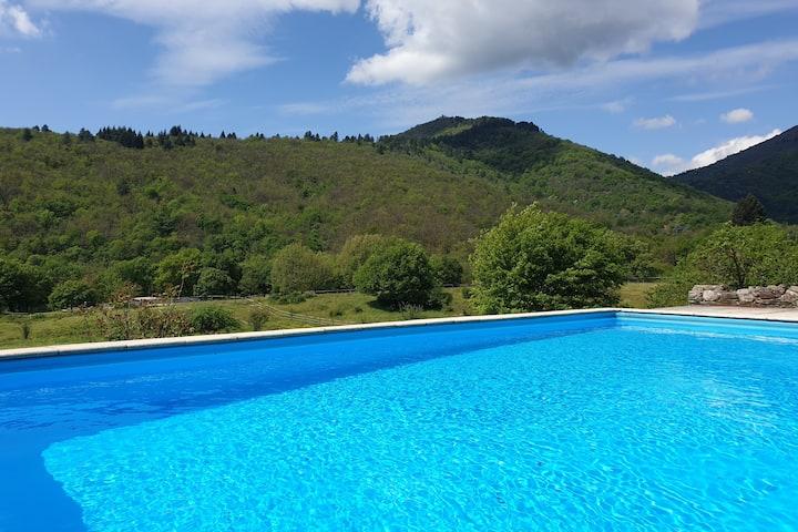Splendid spacious farmhouse + private pool