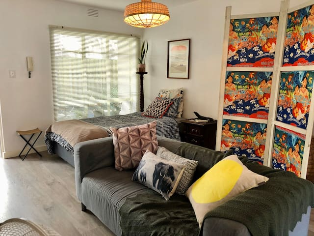 Hide Away Studio Apartment in the heart of Elwood