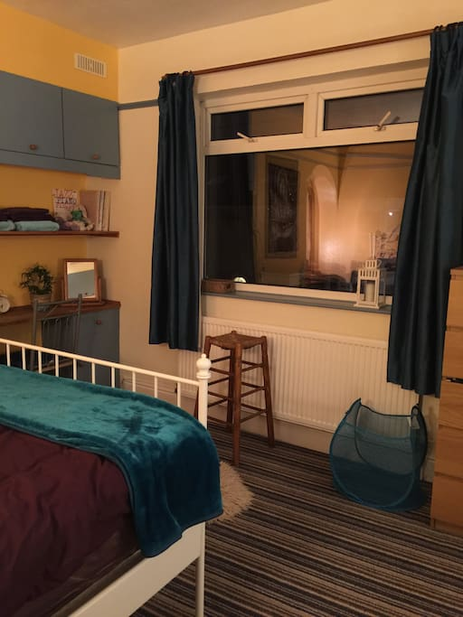 Fresh clean and comfortable room . Good for small groups /parties or travellers on a budget as two large beds  and a single mattress,tho not much floor space when there are five  People .