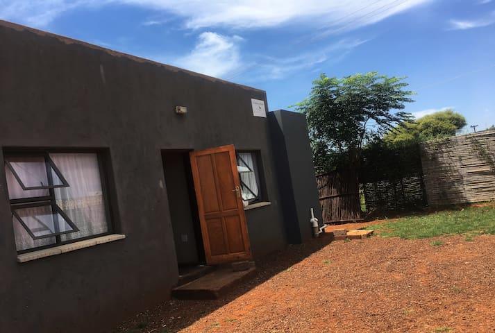 5 Bedroom Guest House in Dinokana, North West