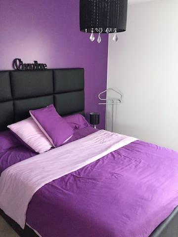 Chambre cosy avec salle de bains et WC - Baillargues - Maison