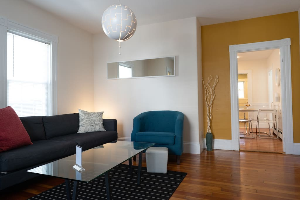 Modern 2 bed shared apartment. Steps from Harvard and walkable to Harvard Square and Porter Square stations. Shared bathroom and living room and fully equipped kitchen. 24 hour check in.
