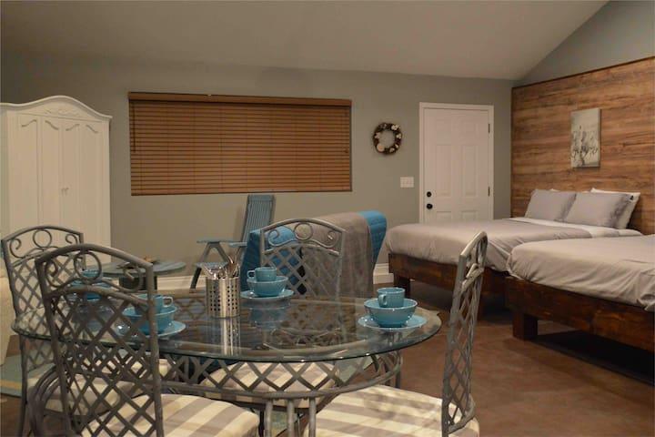 BRAND NEW SLEEPS 6-close to Disney & beaches