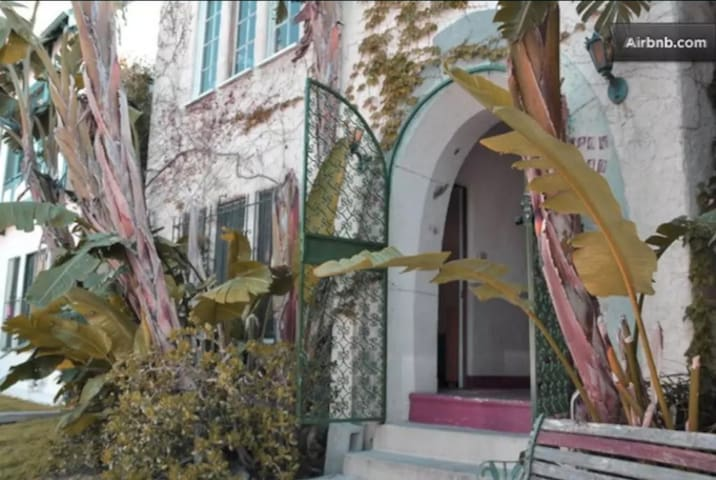 1 bd apt at the Grove with private yard in WeHo
