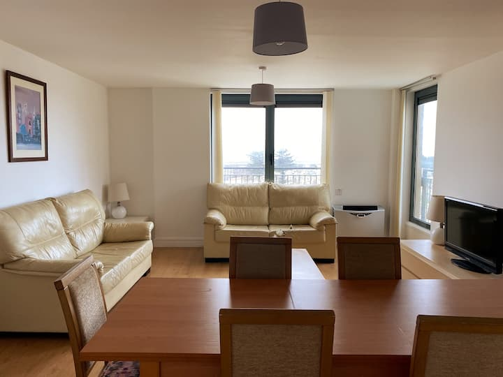 Modern & Spacious 3 Bedroom Apartment with Parking