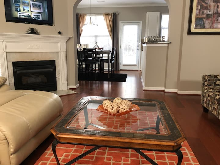 Cozy 2BR Townhome in the heart of the Queen City