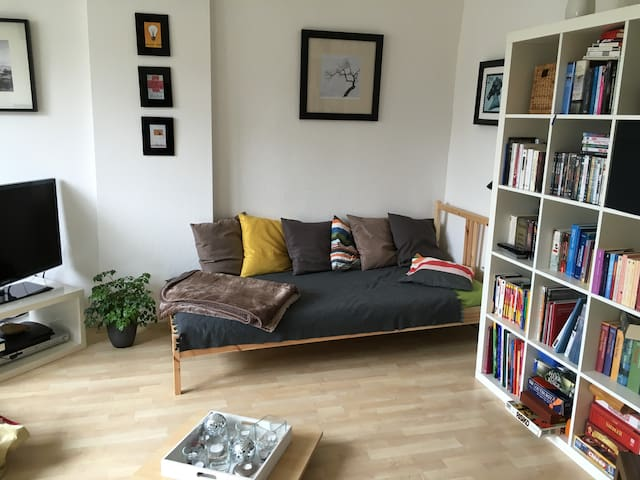 Cute room with balcony in the city - Düsseldorf - Apartament