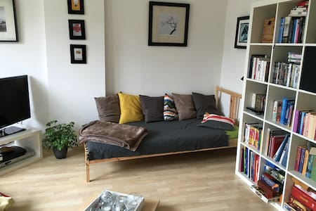 Cute room with balcony in the city - Düsseldorf - 아파트