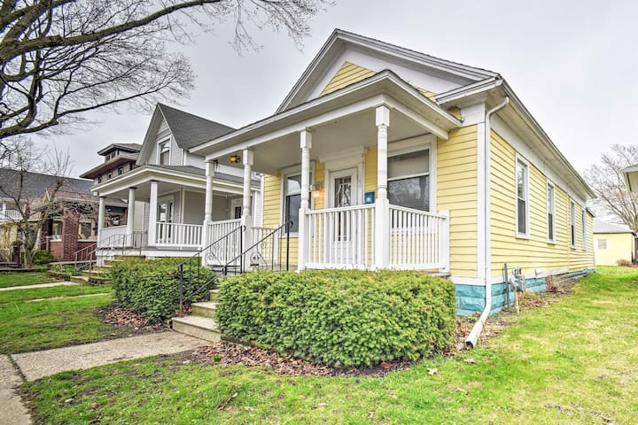 Vintage St. Joseph Cottage - Walk to Town & Beach!