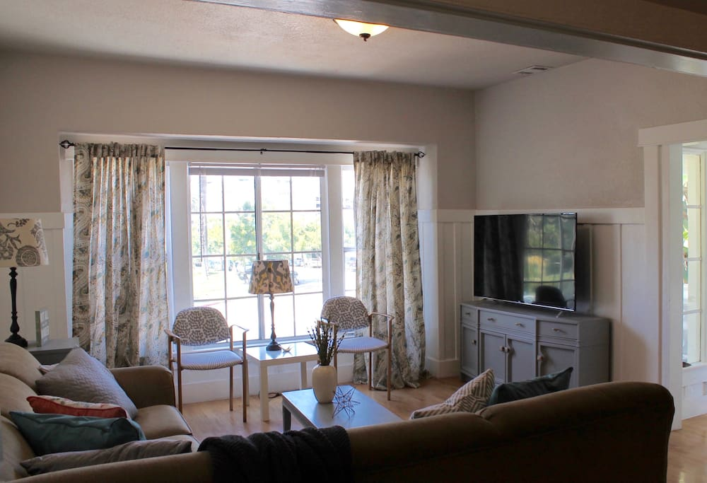 """Bright Living Room with 55"""" Roku TV and Park View"""