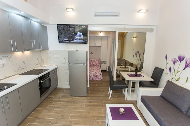 Marta Apartmens/no 3 little garden view - Kupari - Leilighet