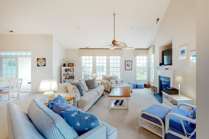 Bear Trap Dunes 2nd floor condo w/ tennis court, pool, and golf on-site