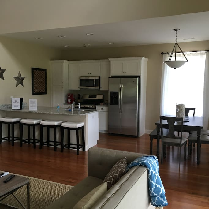 Fully equipped kitchen and dinning area.
