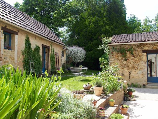 Gite ATYPIQUE au calme, terrasse, piscine commune