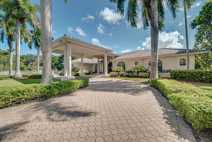 The South Miami Mansion - 5 BR Home w/ Pool