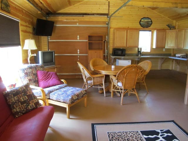 Big Valley Ranch Bunk House - Avoca - กระท่อม
