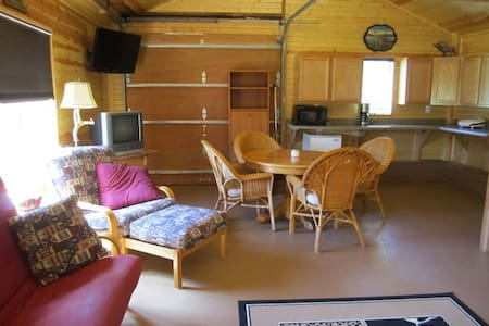 Big Valley Ranch Bunk House - Avoca