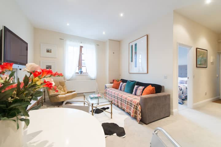 Stylish 1 Bedroom Garden Apartment