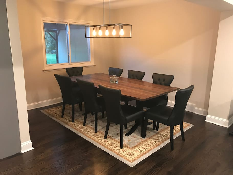 Dining room with capacity up to 10