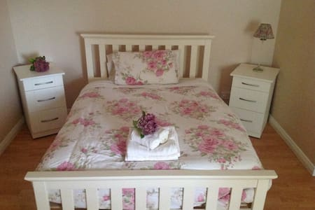 Thomond Villa , Apt 3 first floor - Clarecastle - 아파트
