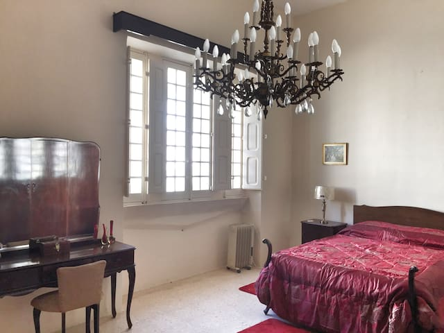 5 bedroom, old Maltese charm townhouse with yard