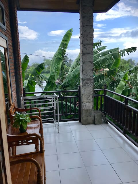 Danny Jul Jol Homestay - Lakey Peak( ac room)