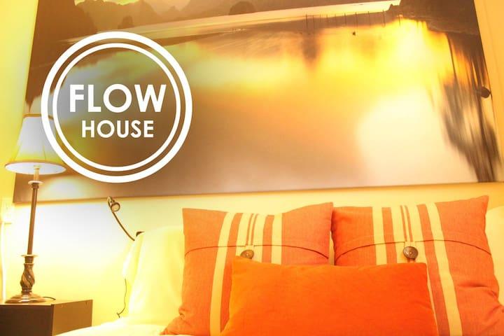 FLOW HOUSE   Pilgrim's Hideout