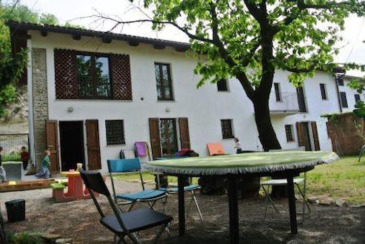 Farmhouse in Monferrato with garden - Calamandrana - Huis