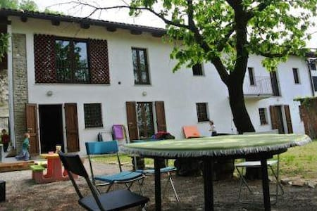 Farmhouse in Monferrato with garden - Calamandrana - House