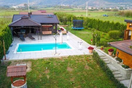Pool Villa on River Una