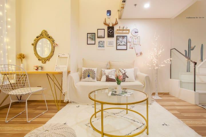 大连星海广场北欧ins轻奢吊椅投影仪巨幕