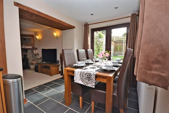 Luxurious Cozy Cottage - Self Catering