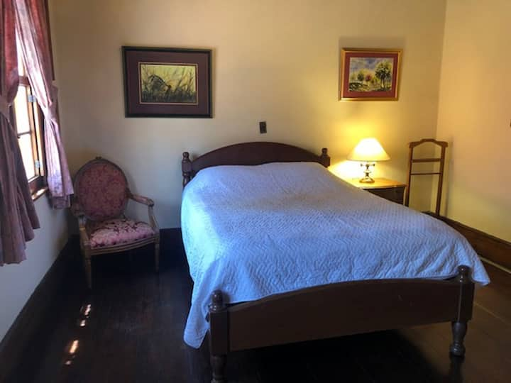 Comfortable Single Room in Bed & Breakfast